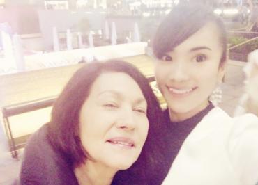 ティアと母親の画像