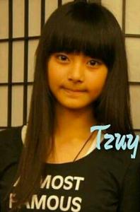 ツウィ(TWICE)の中学生時代の顔画像