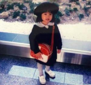 ミナ(TWICE)の小学校の制服画像