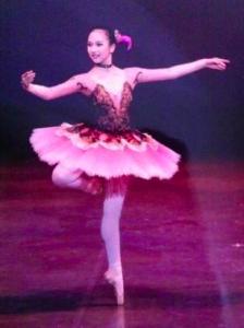 ミナ(TWICE)がバレエを踊る画像
