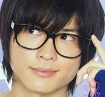 松村北斗の真面目っぽいメガネ画像